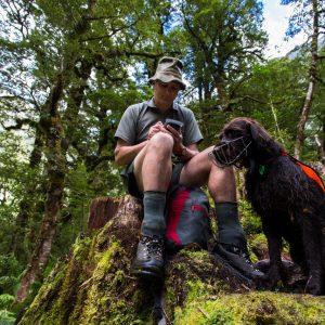 Max Andrew Stewart et le chien ranger Oska, New Zealand Departme