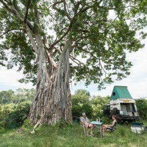 Christine et Michel dans leur maison mobile du Kenya